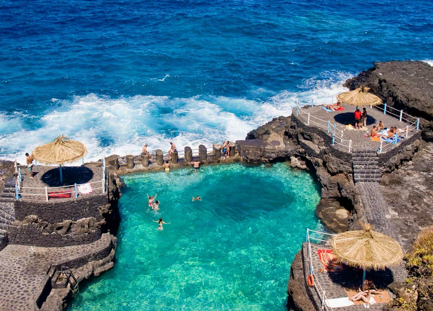 Piscinas Charco Azul © Lovethief Photography / Getty Images
