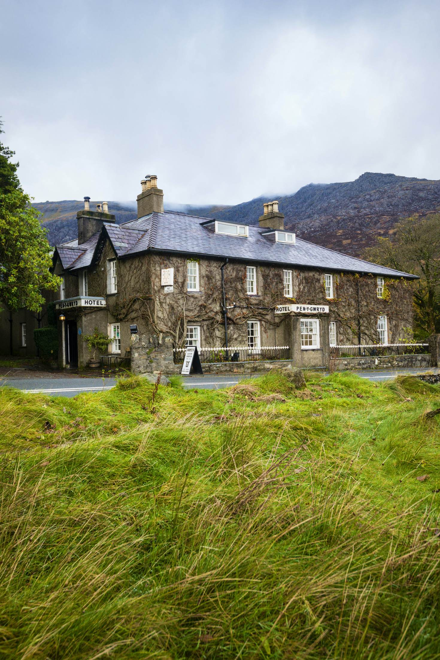 Hotel Pen-y-Gwryd © Justin Foulkes / Lonely Planet