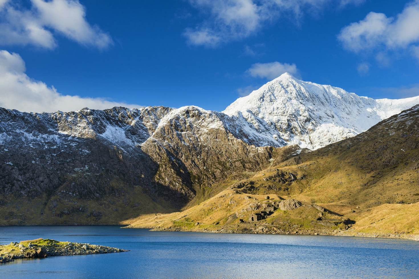 Snowdonia in the sunshine © Justin Foulkes / Lonely Planet